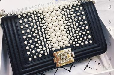 Túi xách Chanel đính ngọc trai sang trọng
